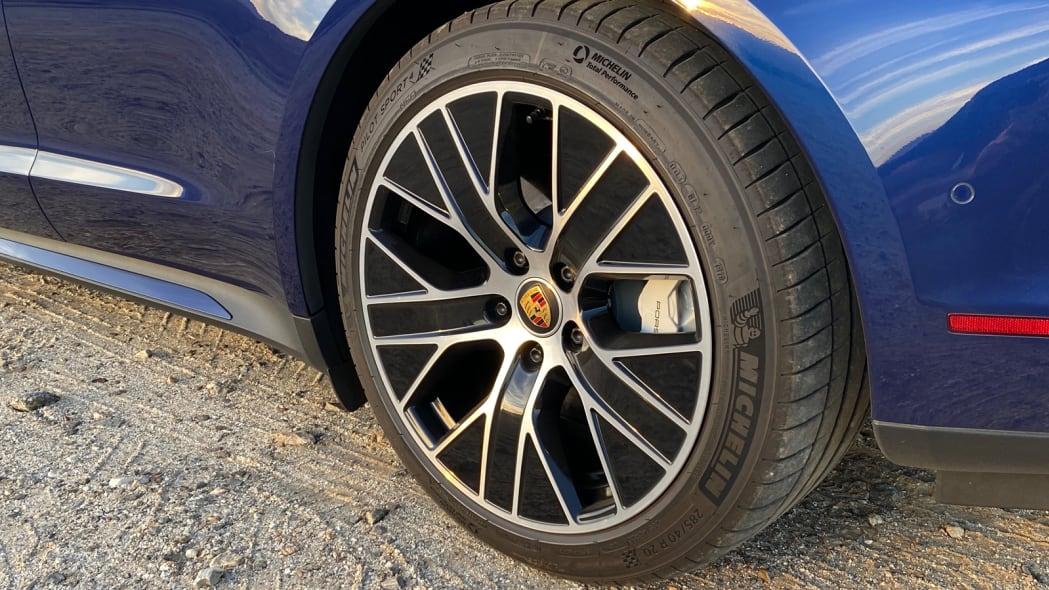 porsche-taycan-turbos-Rwheel