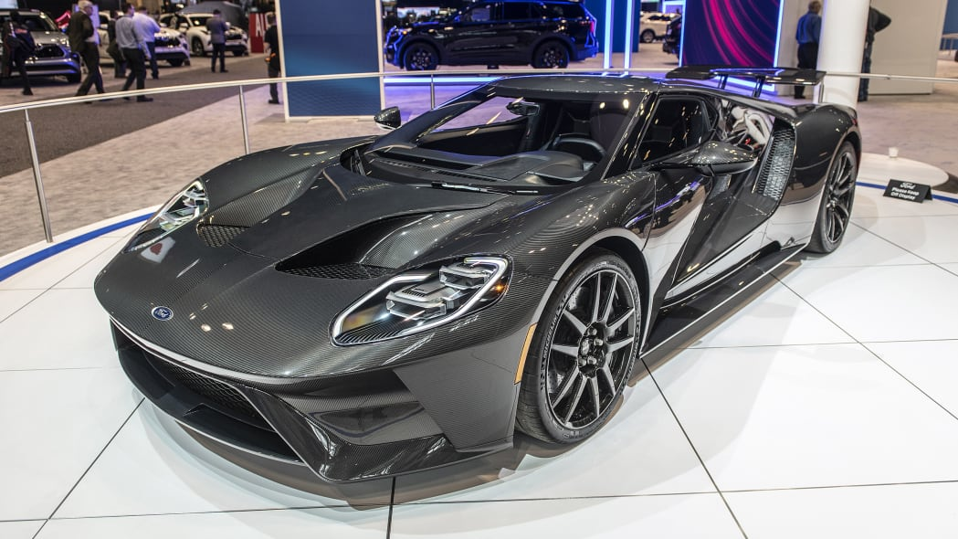 2020-ford-gt-liquid-carbon-03