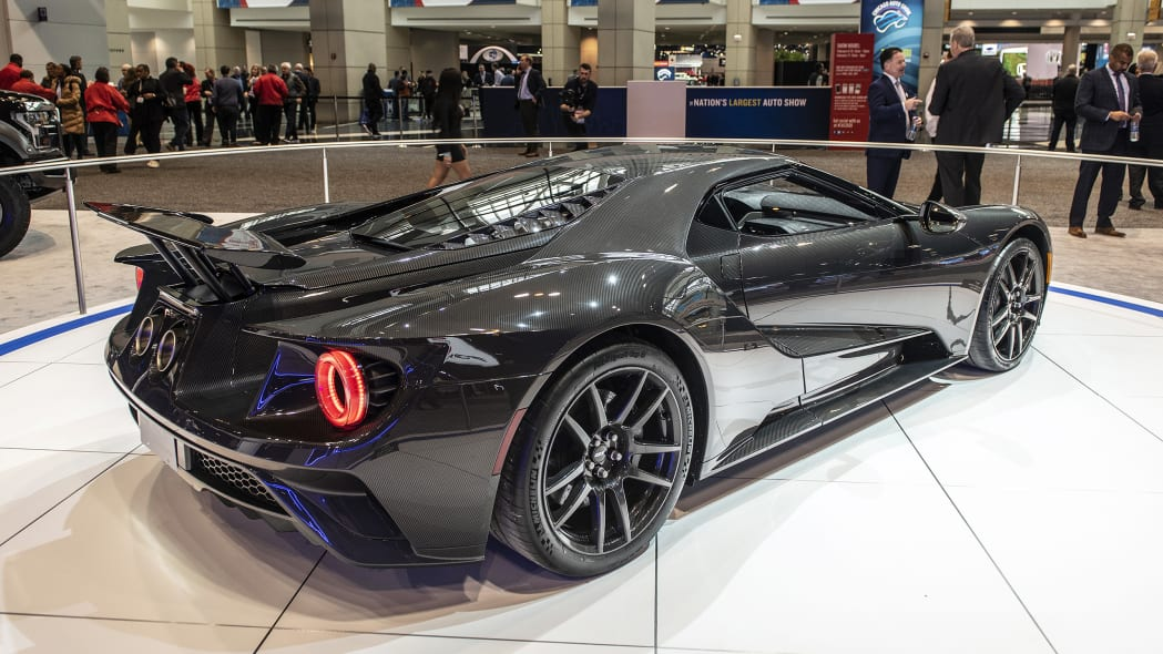 2020-ford-gt-liquid-carbon-04