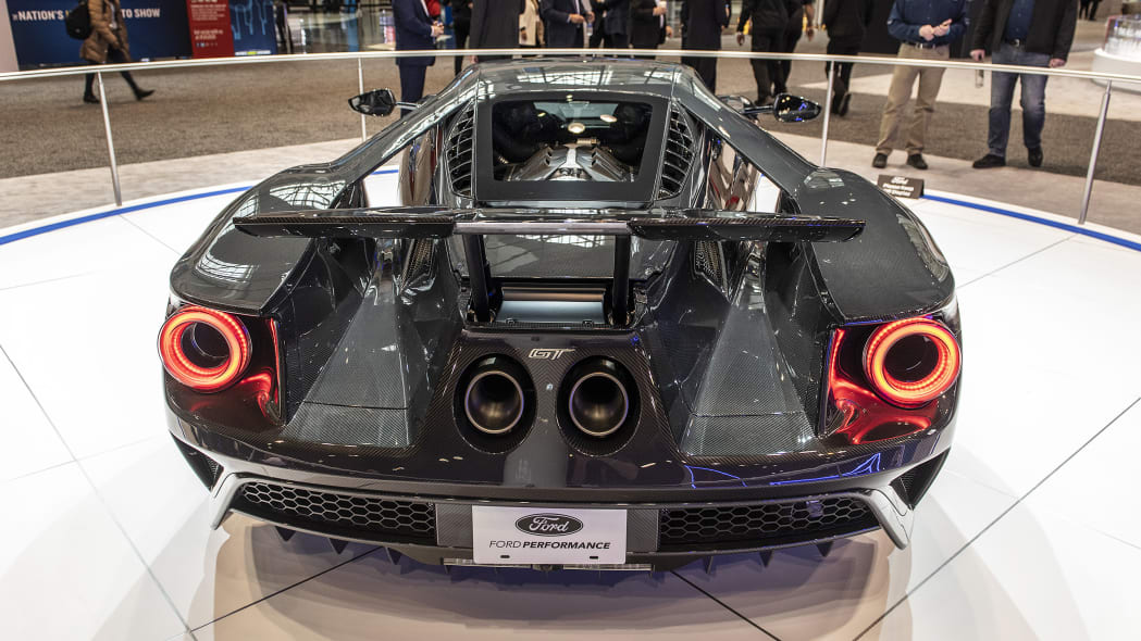 2020-ford-gt-liquid-carbon-08
