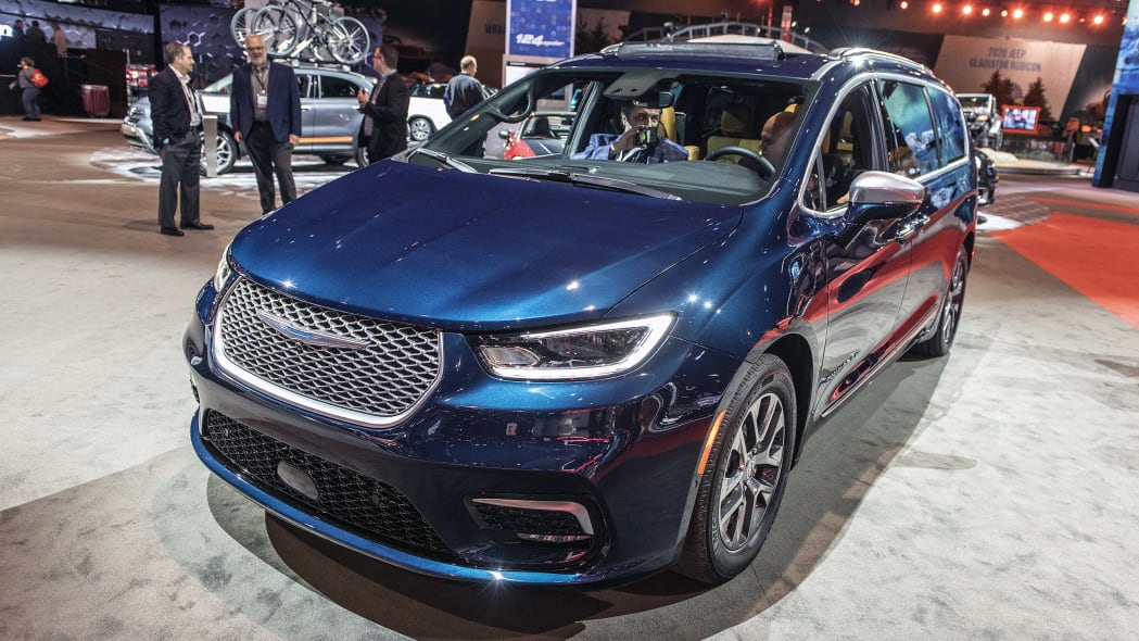 2021-chrysler-pacifica-chicago-03