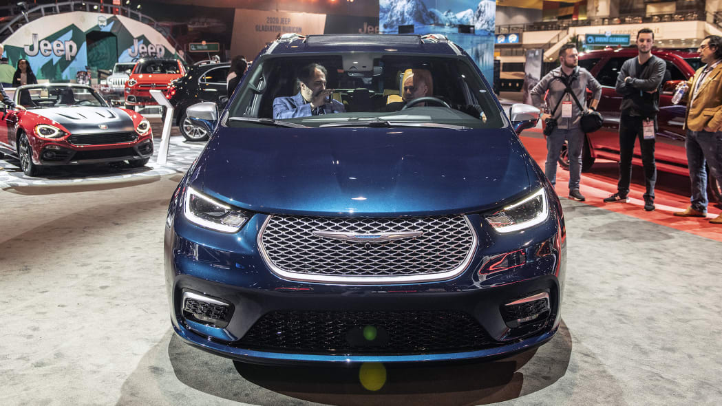 2021-chrysler-pacifica-chicago-05