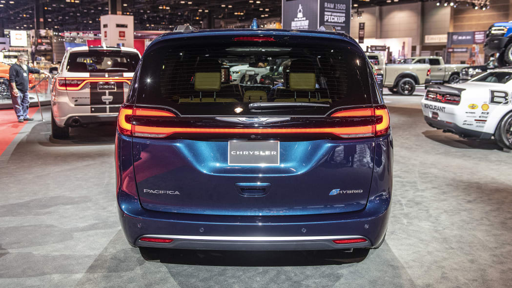 2021-chrysler-pacifica-chicago-06