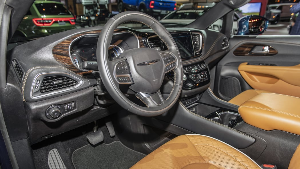 2021-chrysler-pacifica-chicago-12