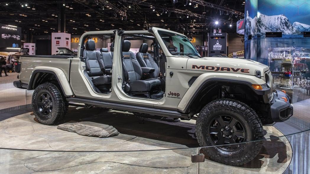2020-jeep-gladiator-mojave-chicago-01