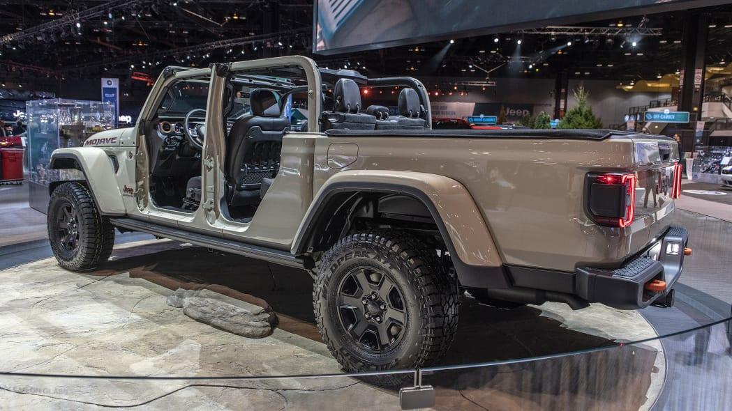 2020-jeep-gladiator-mojave-chicago-02