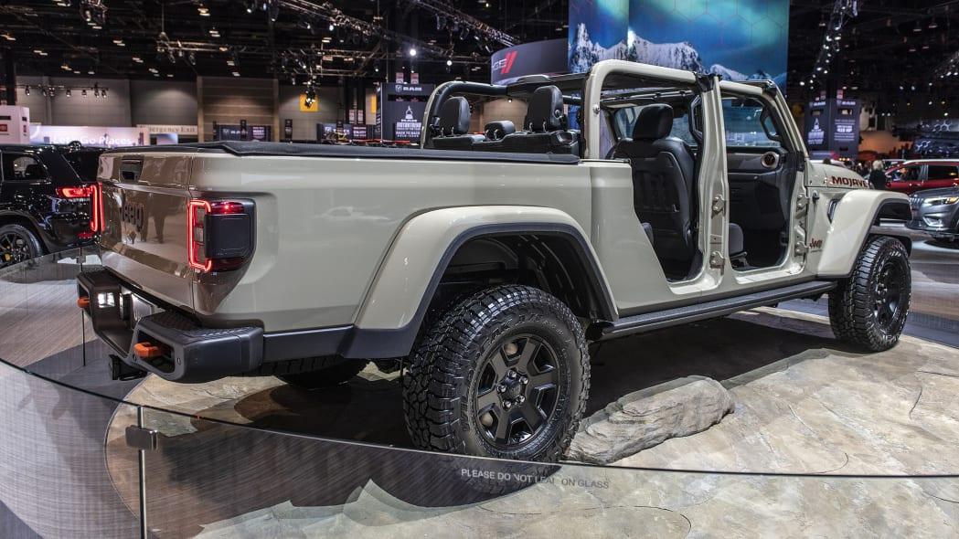 2020-jeep-gladiator-mojave-chicago-04