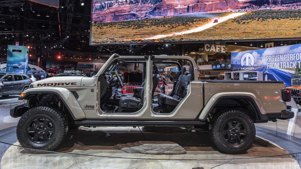 2020-jeep-gladiator-mojave-chicago-05