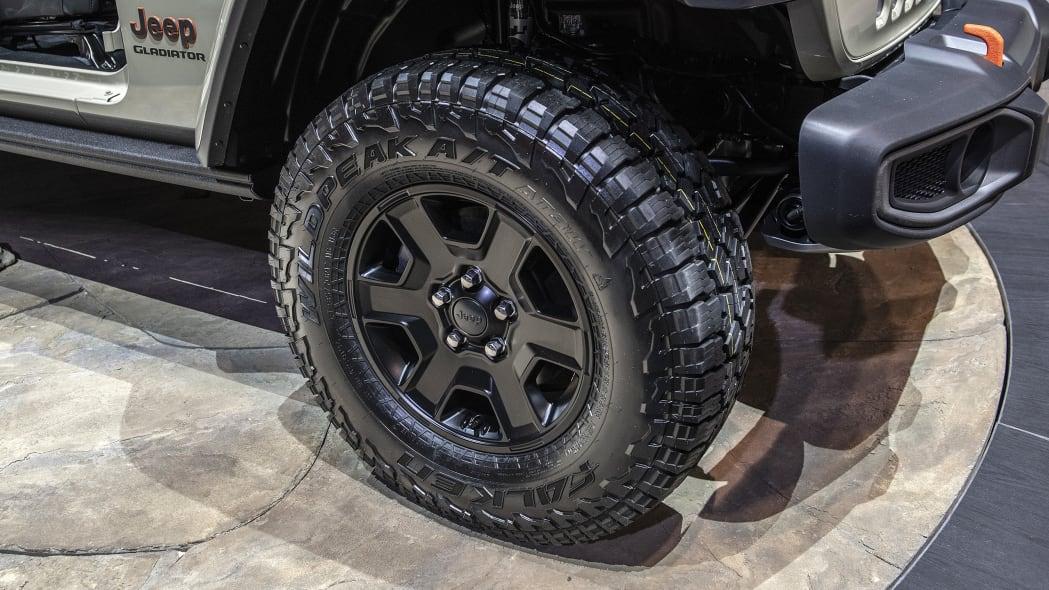 2020-jeep-gladiator-mojave-chicago-08