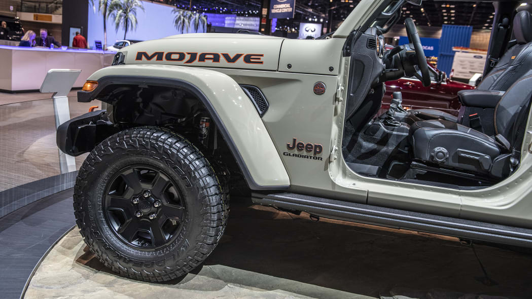 2020-jeep-gladiator-mojave-chicago-11