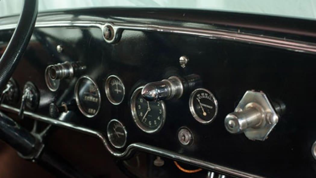 1928-cadillac-v8-town-sedan-al-capone-006