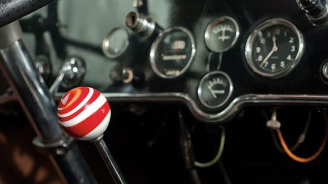 1928-cadillac-v8-town-sedan-al-capone-008
