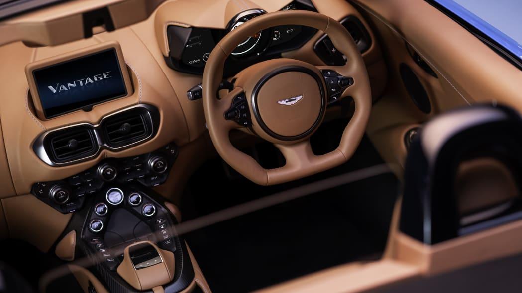 2020_aston_martin_vantage_roadster_012
