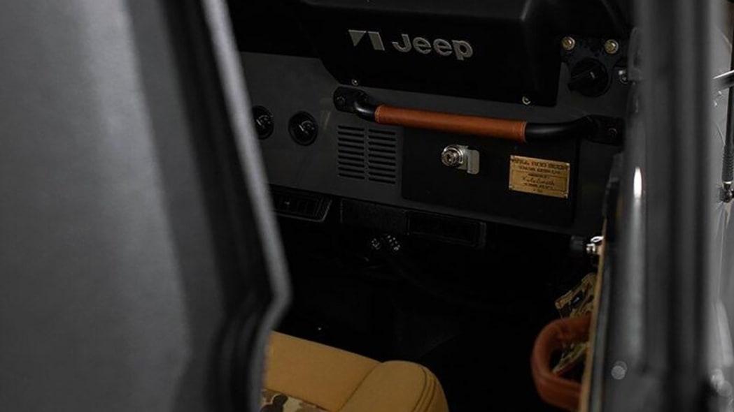 ball_and_buck_kyle_smith_jeep_cj-8_scrambler_restomod_007