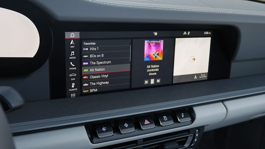 2020-porsche-911-4s-cabriolet-screen-1