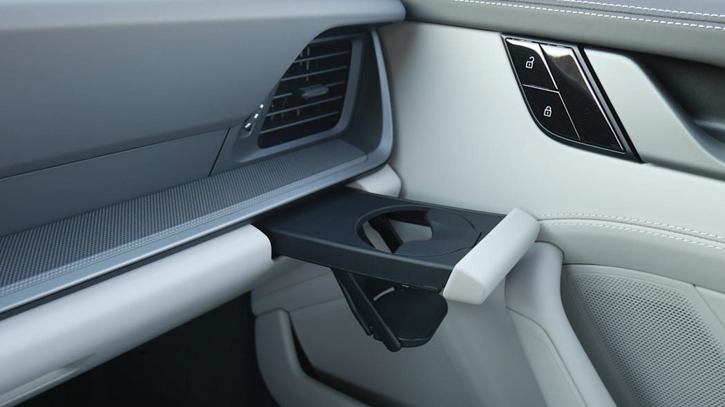 2020-porsche-911-4s-cabriolet-cupholder-1