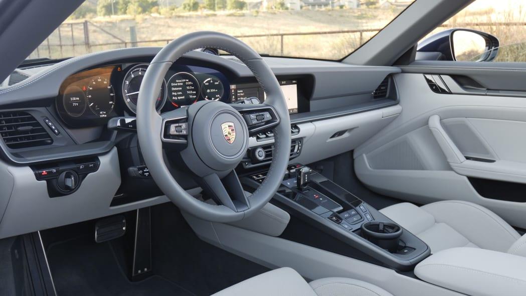 2020-porsche-911-4s-cabriolet-dash-2