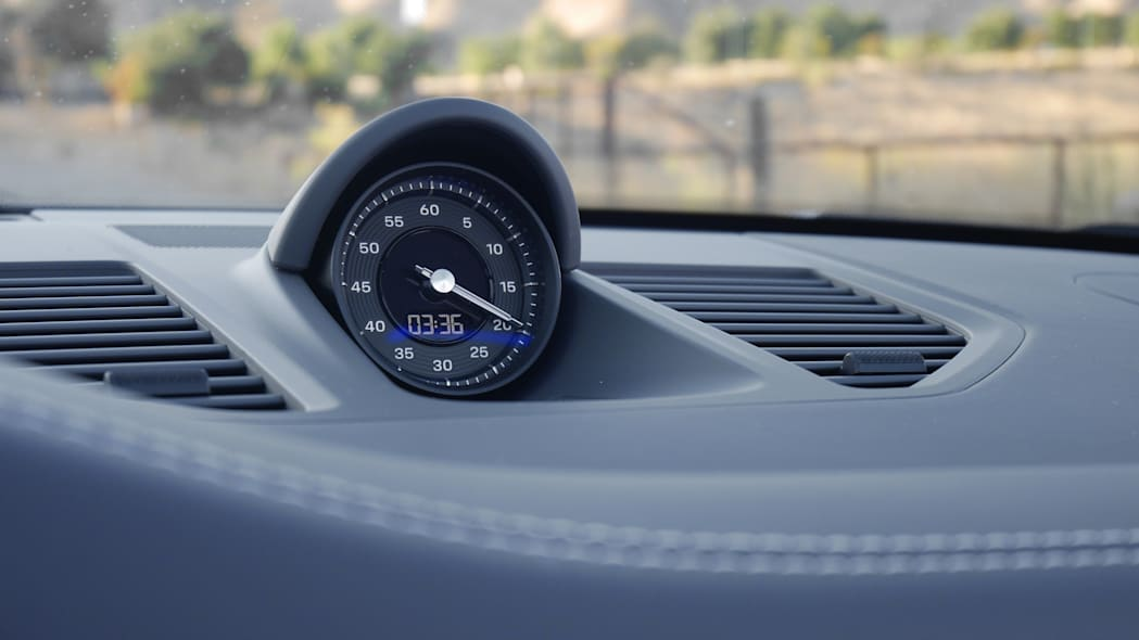 2020-porsche-911-4s-cabriolet-det-3