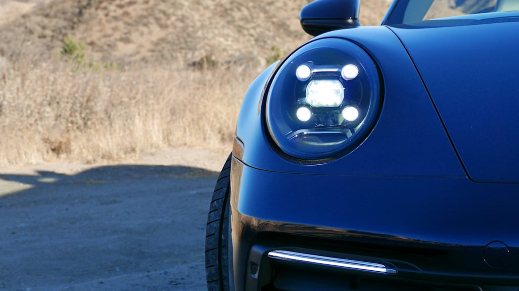 2020-porsche-911-4s-cabriolet-headlight