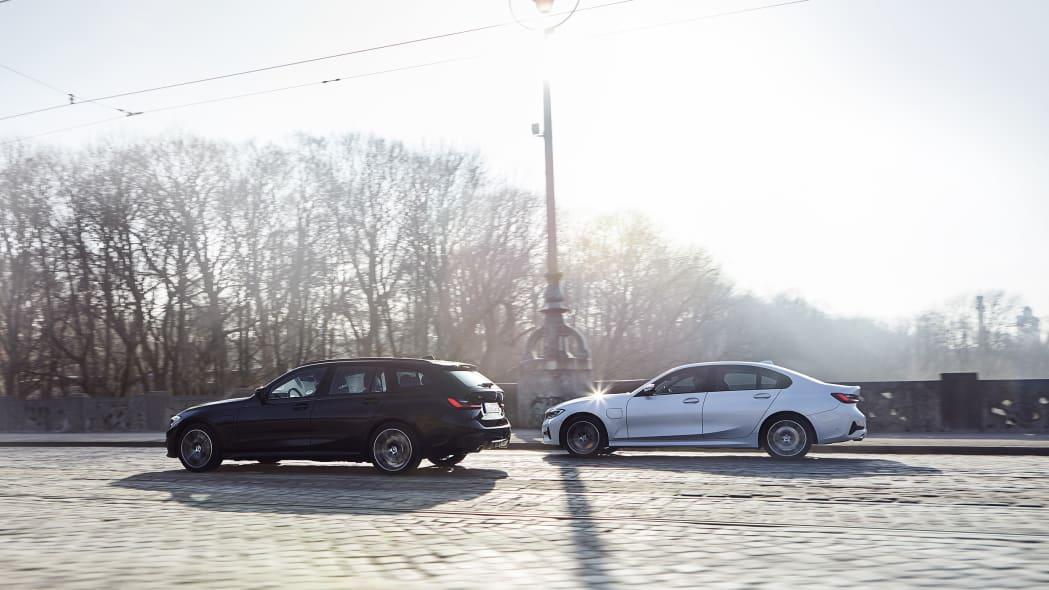 bmw_330e_sedan_touring_xdrive_002