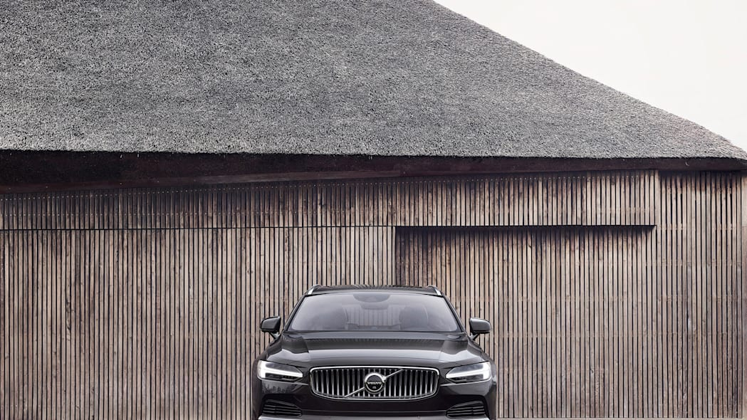The refreshed Volvo S90 Recharge T8 plug-in hybrid in Platinum G