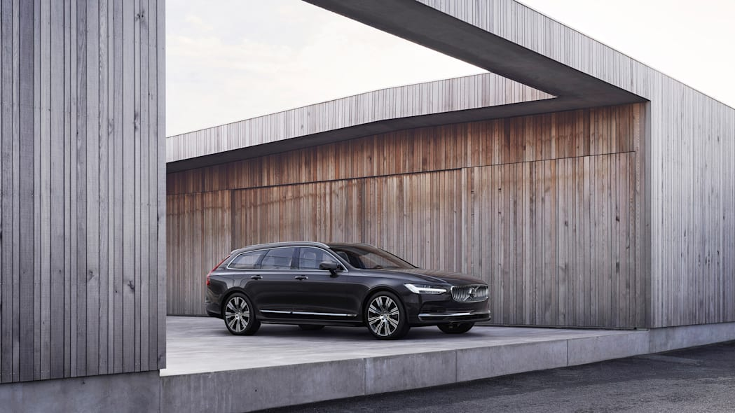 The refreshed Volvo V90 Recharge T8 plug-in hybrid in Platinum G