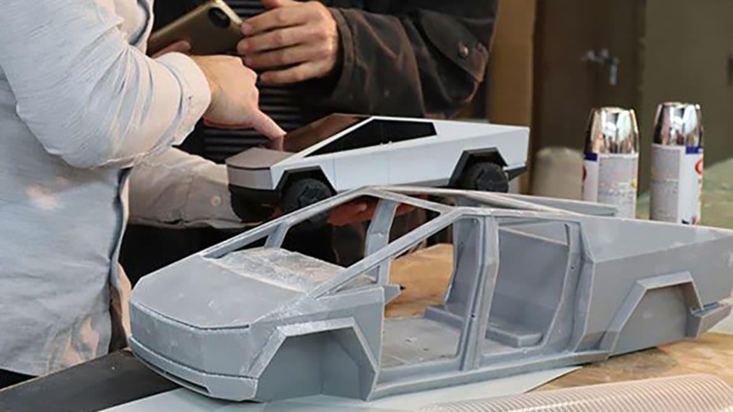 Hot Wheels Tesla Cybertruck RC Car 4