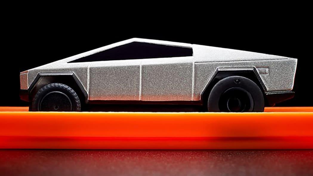 Hot Wheels Tesla Cybertruck RC Car 8
