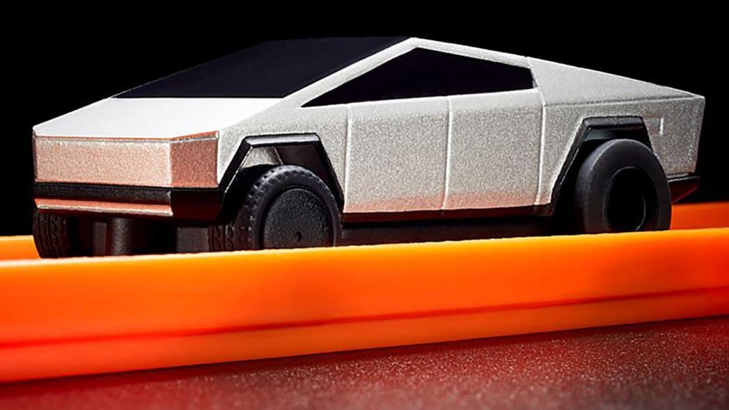 Hot Wheels Tesla Cybertruck RC Car 9