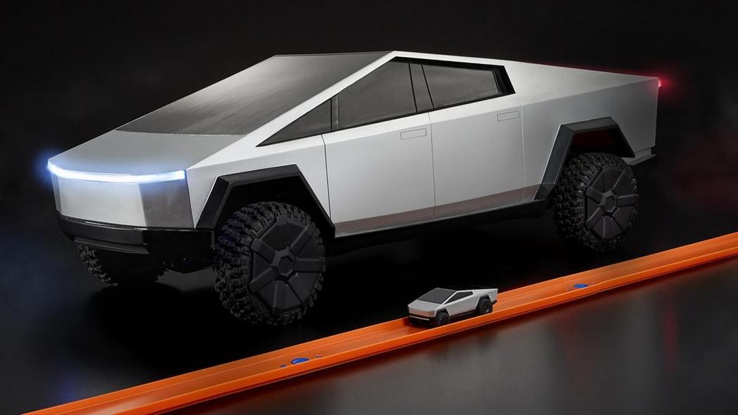 Hot Wheels Tesla Cybertruck RC Car 14