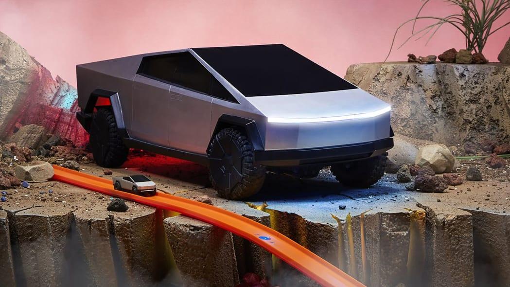 Hot Wheels Tesla Cybertruck RC Car 16
