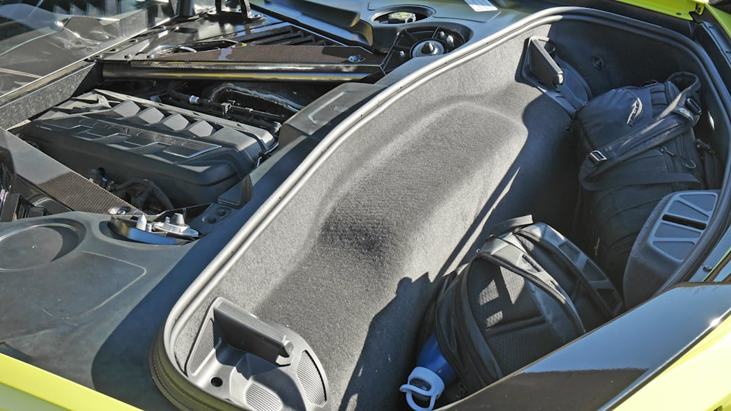 2020-corvette-stingray-trunk