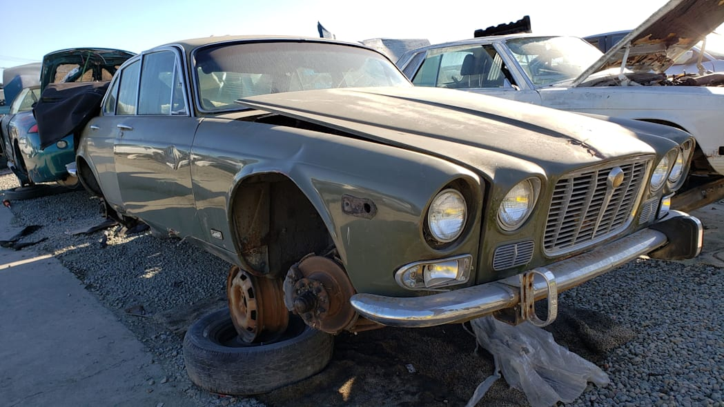 00 - 1973 Jaguar XJ6 in California junkyard - photo by Murilee Martin