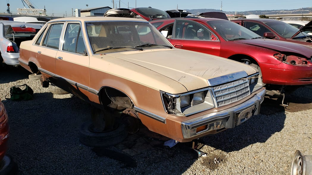 00 - 1984 Ford LTD in California junkyard - photo by Murilee Martin