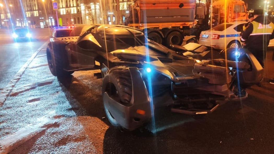 Batmobile replica towed away by Moscow traffic police
