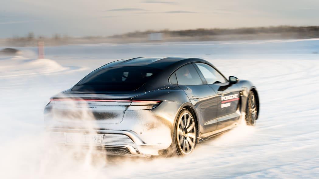 2020_Porsche_Taycan_Turbo_S (7)