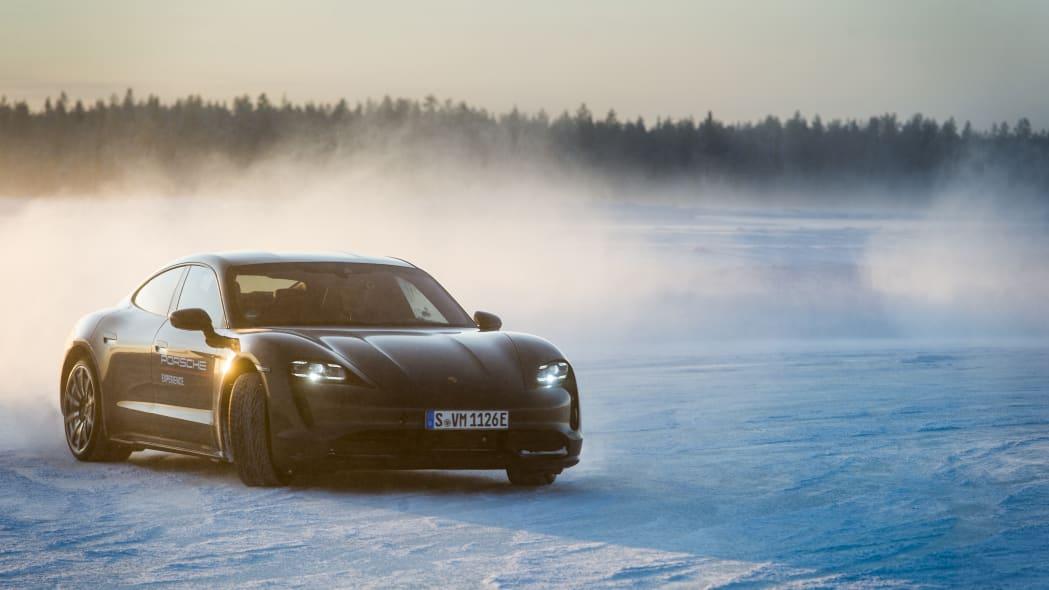 2020_Porsche_Taycan_Turbo_S (15)
