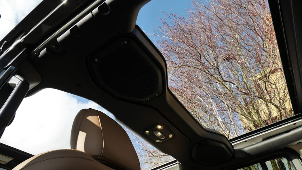 2020 Jeep Wrangler Sky One-Touch Power Top 3