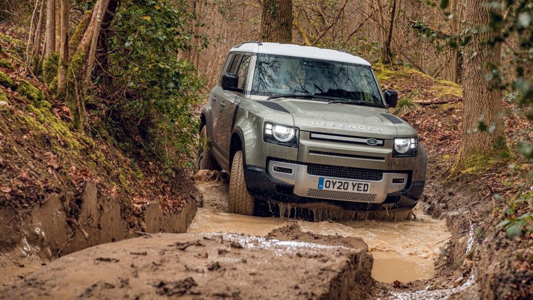 2020 Land Rover Defender 110 off-road 7