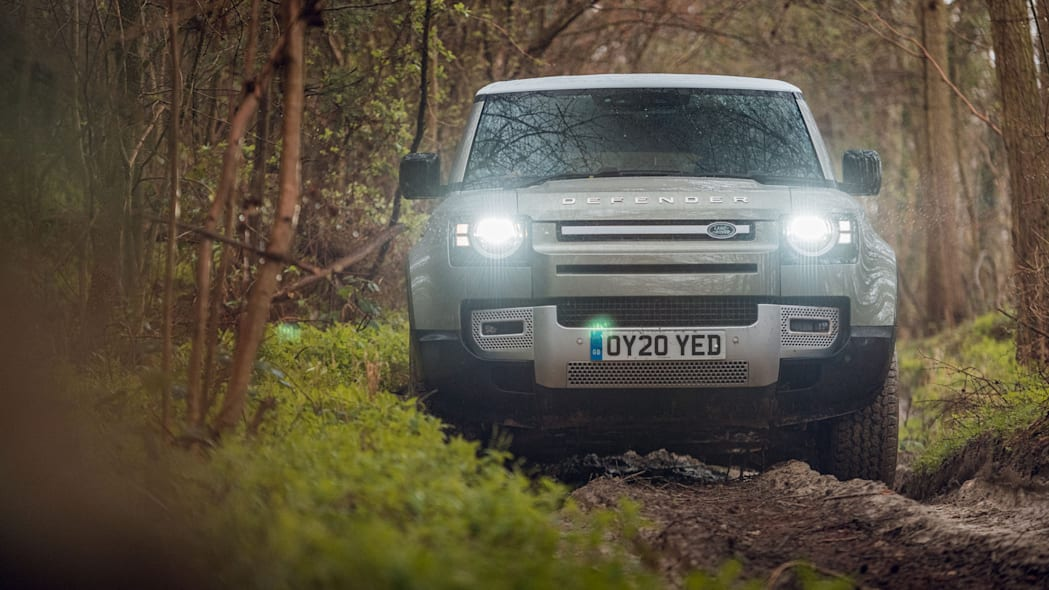 2020 Land Rover Defender 110 off-road 8