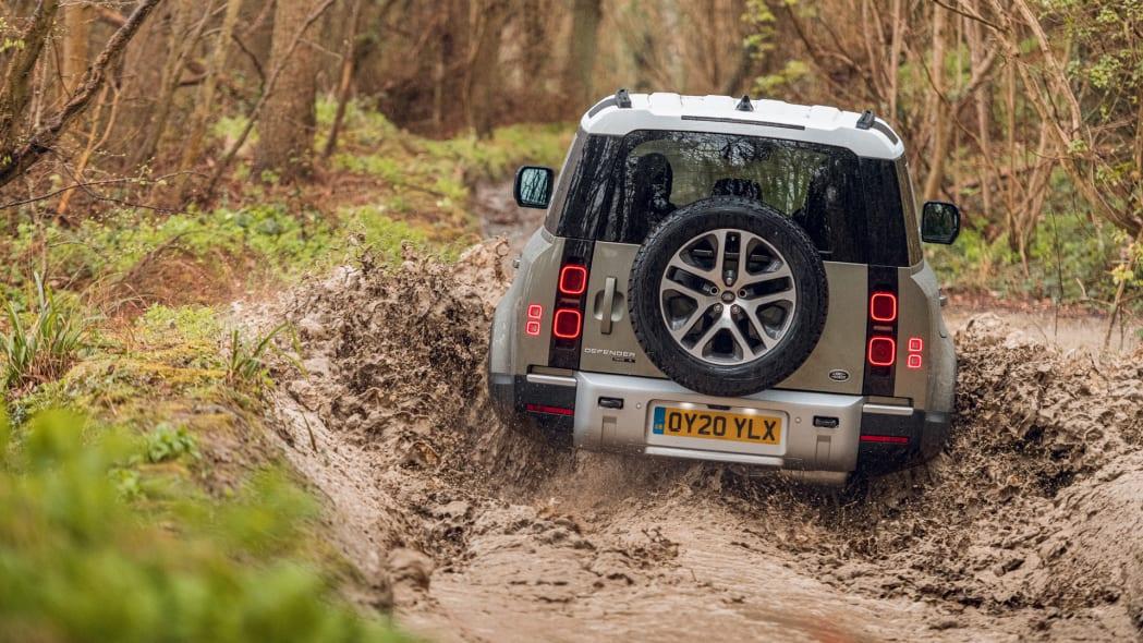 2020 Land Rover Defender 110 off-road 1