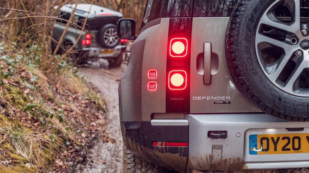 2020 Land Rover Defender 110 off-road 4