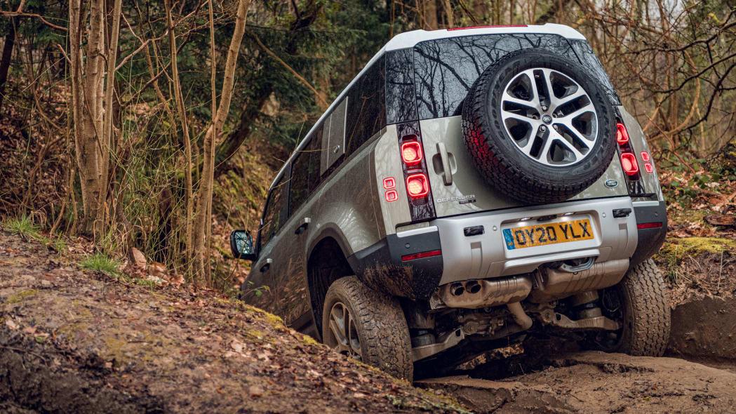 2020 Land Rover Defender 110 off-road 6