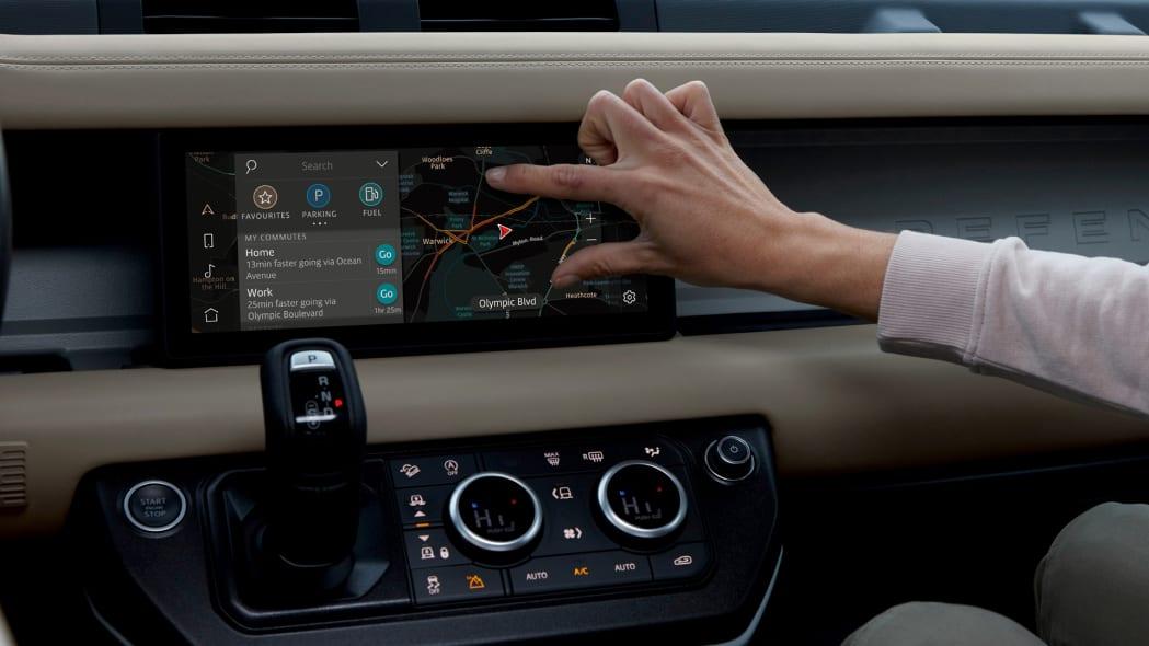 2020 Land Rover Defender 110 interior screen 8