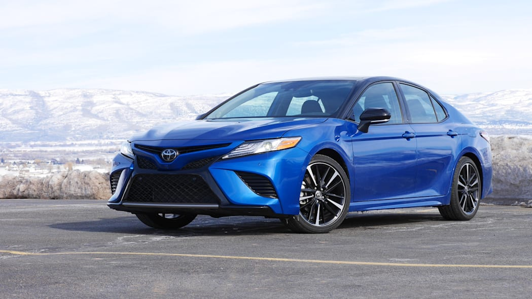2020 Toyota Camry XSE AWD front 2