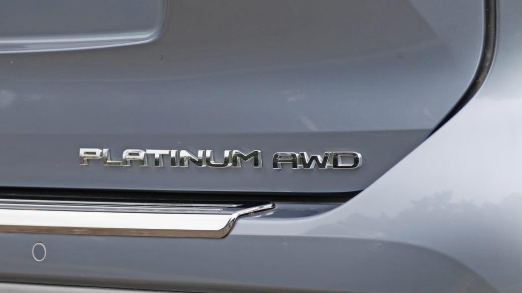 2020 Toyota Highlander Platinum badge
