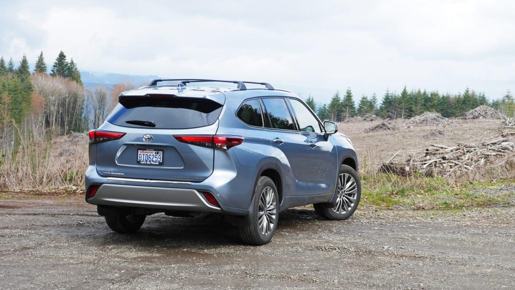 2020 Toyota Highlander Platinum rear 2