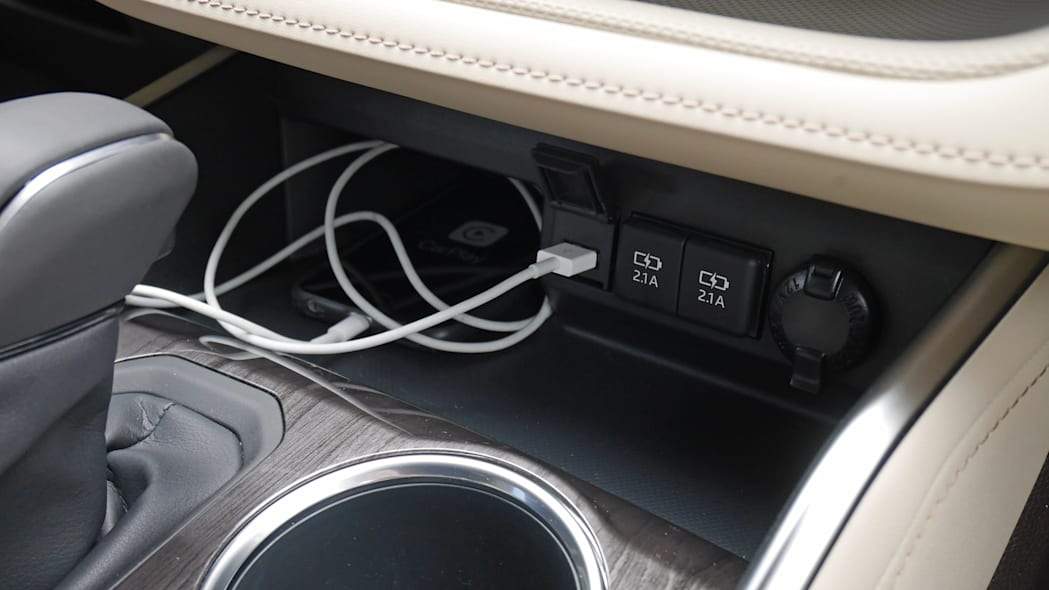 2020 Toyota Highlander Platinum usb ports and phone tray
