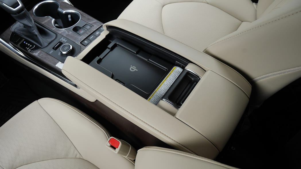 2020 Toyota Highlander Platinum wireless charging