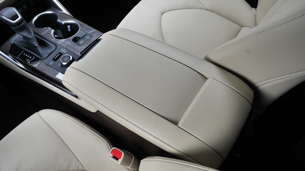 2020 Toyota Highlander Platinum center console